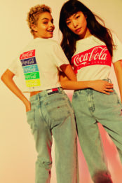 Tommy Hilfiger revisite sa collection vintage de vêtements Coca-Cola
