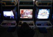 Les salles d'arcade japonaises au bord du game over